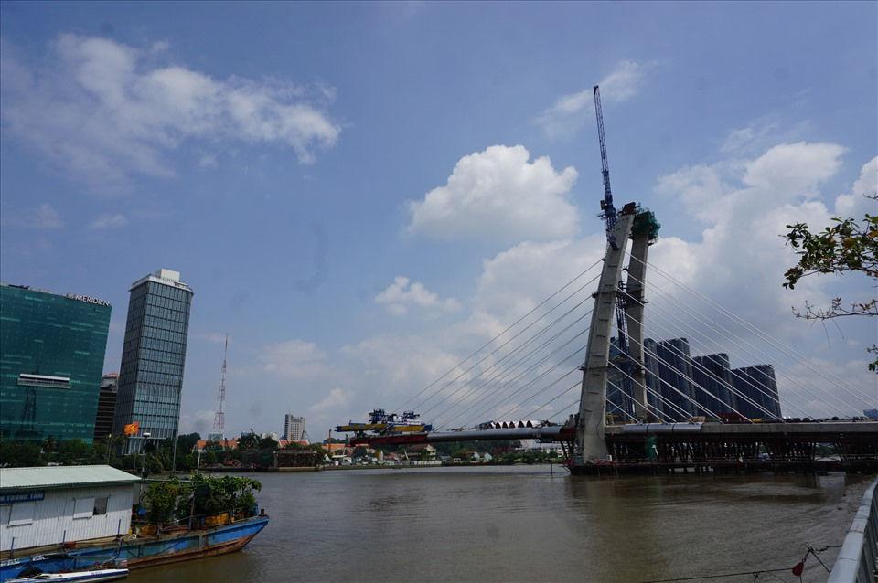 Ngoài 4 tuyến đường chính ở Thủ Thiêm, Kiểm toán Nhà nước cũng kiến nghị giảm tổng cộng 33,4 tỉ đồng với dự án cầu Thủ Thiêm 2.  Ảnh: Minh Quân